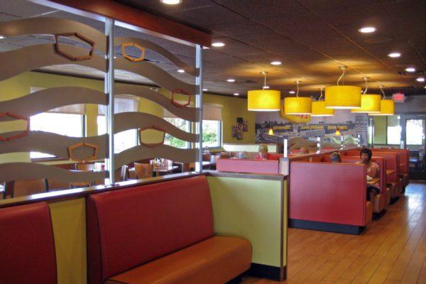 Denny's Reidville Rd_Dining2